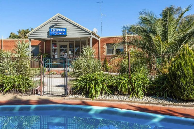 COMFORT INN COACH AND BUSHMANS - Yarra Valley Accommodation