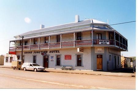 Grand Junction Hotel - Yarra Valley Accommodation