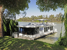 Moving Waters Self Contained Moored Houseboat - Yarra Valley Accommodation