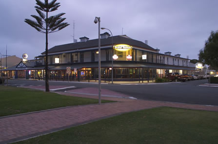 Grand Tasman Hotel - Yarra Valley Accommodation