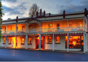 Royal George Hotel - Yarra Valley Accommodation