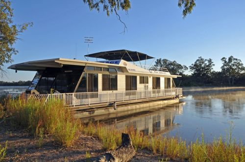 Houseboat Heaven - Yarra Valley Accommodation