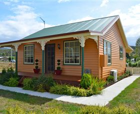 Grand Ole Topiary Cottage - Yarra Valley Accommodation