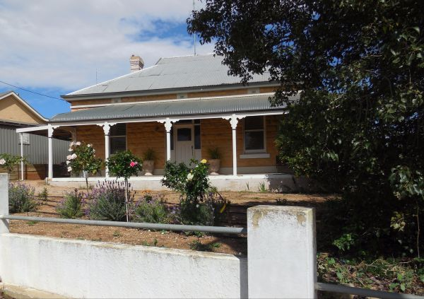 Book Keepers Cottage Waikerie - Yarra Valley Accommodation