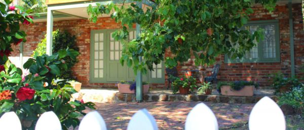 Kalamunda Carriages and Three Gums Cottage - Yarra Valley Accommodation