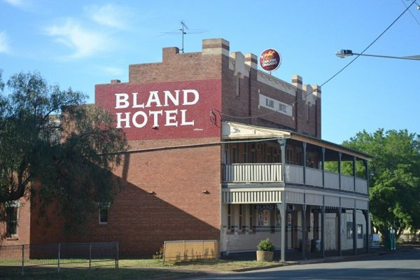 Bland Hotel - Yarra Valley Accommodation