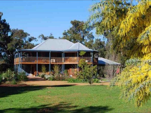 Riverwood Retreat - Yarra Valley Accommodation