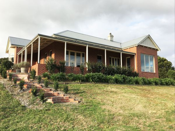 Shearer's Hill - Luxury Farm Stay - Yarra Valley Accommodation