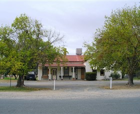 Round Hill Hotel - Yarra Valley Accommodation
