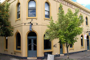 The College Lawn Hotel - Yarra Valley Accommodation