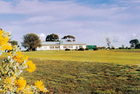 Lucindale Country Club - Yarra Valley Accommodation