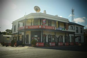 Commercial Hotel Morgan - Yarra Valley Accommodation